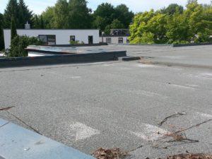Abdichtung eines Flachdachs mit Bitumenbahnen