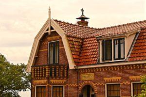 Mansardach, Erker und Dachfenstern