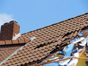 Beschädigte Dachhaut